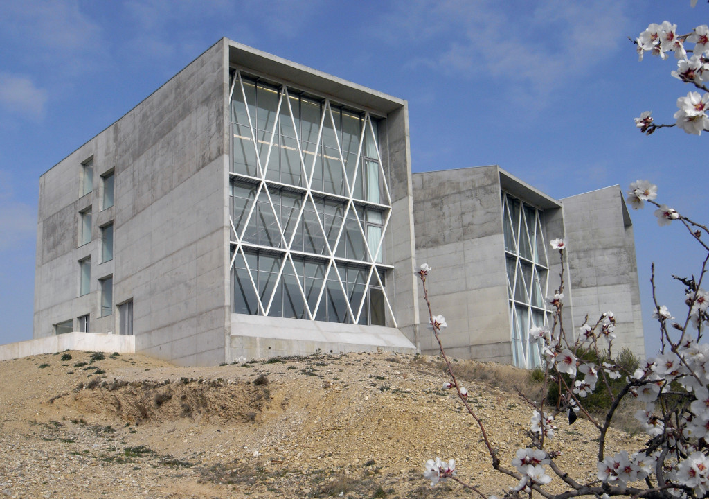 Communications Faculty of San Jorge University Süd Fassade