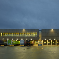 BESTSELLER LOGISTICS CENTRE NORTH Transporterstation Nacht