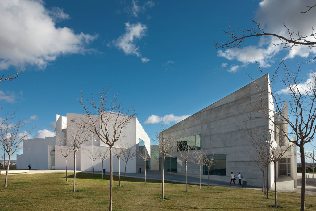 Health Sciences Faculty of San Jorge University_Aussenansicht_2