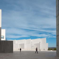 Health Sciences Faculty of San Jorge University_Aussenansicht_8