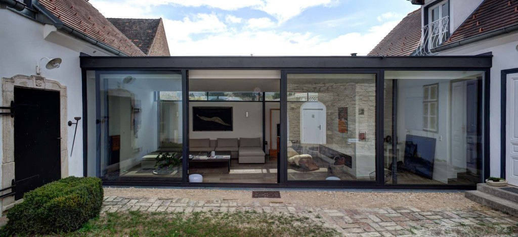 pöt, Single Family Home Glassfront 1