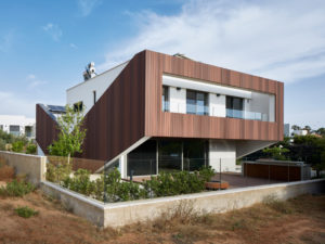 ENERGY POSITIVE VILLA BY GEOTECTURA